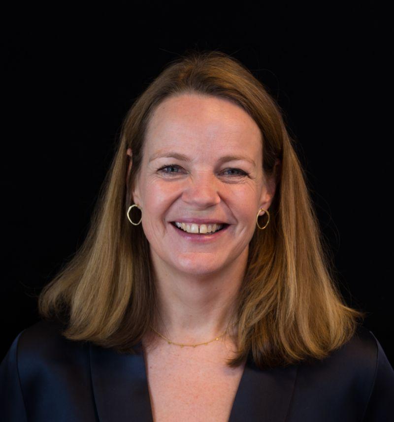 Portretfoto van adviseur vitaliteit Charlotte Bisschops.