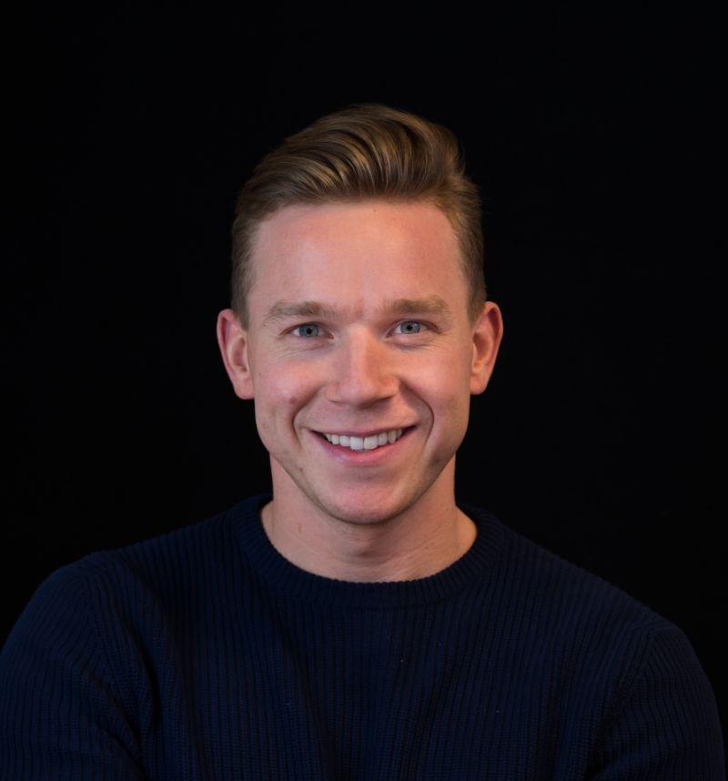Portretfoto van Stijn Langewisch.