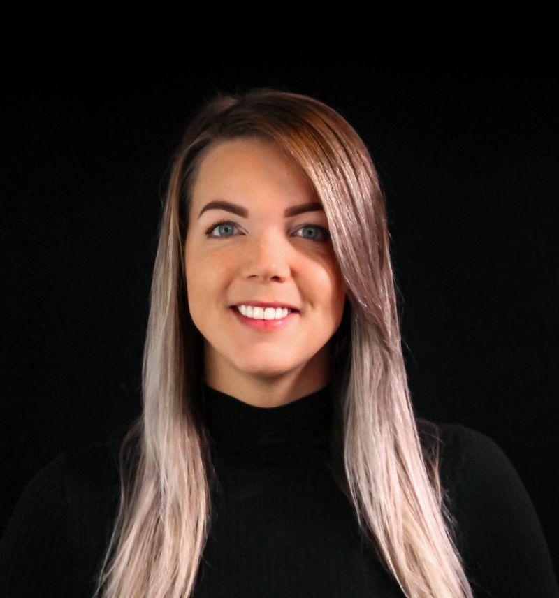 Portretfoto van medewerker servicebureau Annemie Jansen.