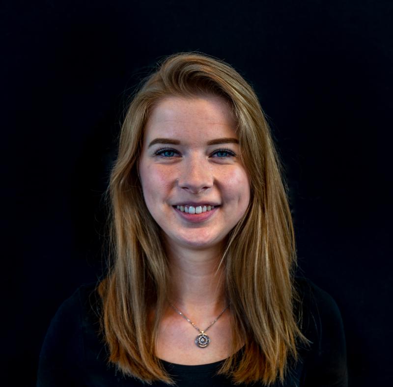 Portretfoto van medewerker servicebureau Maureen Lintsen.